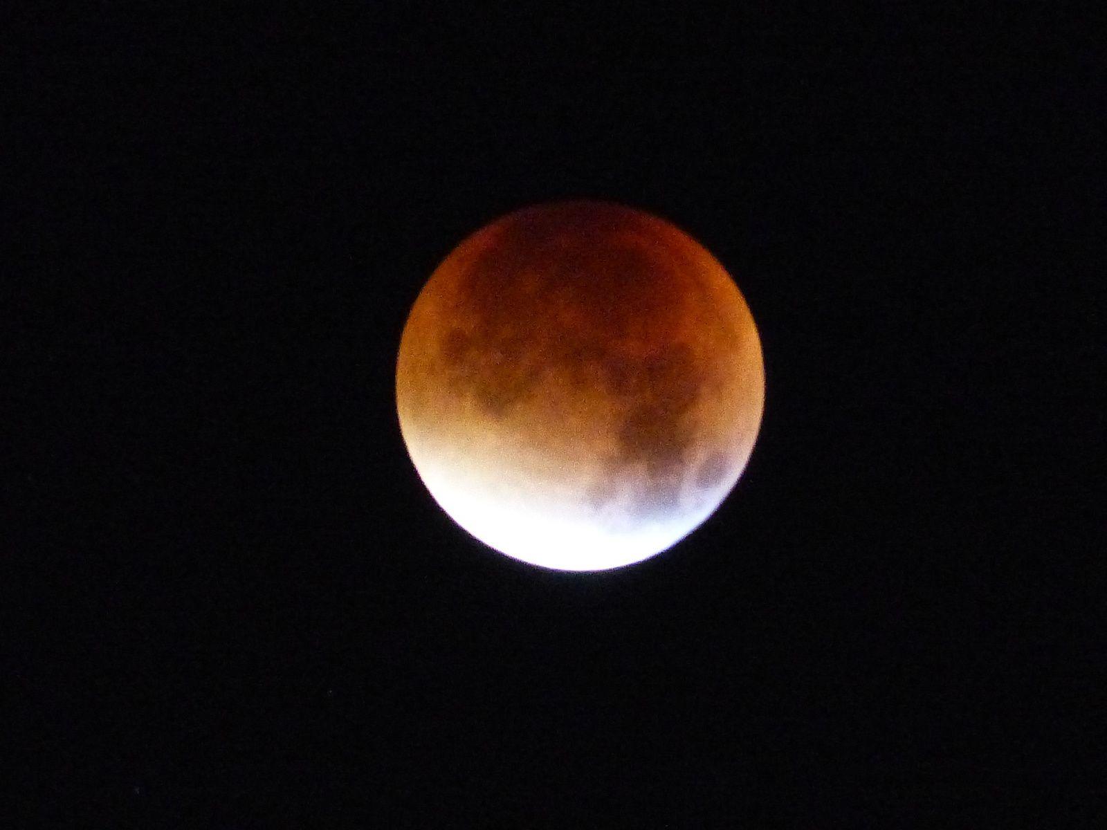 c'était pendant l'éclipse de ce jour 28/09/2015 entre 4h et 5h30