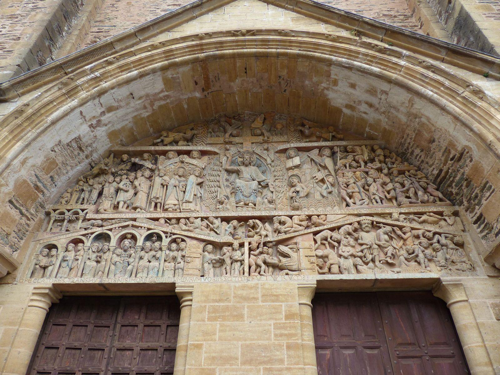 le temps ou les sculpteurs d'alors avaient autant d'humour que de talent.....(Conques/Aveyron ).