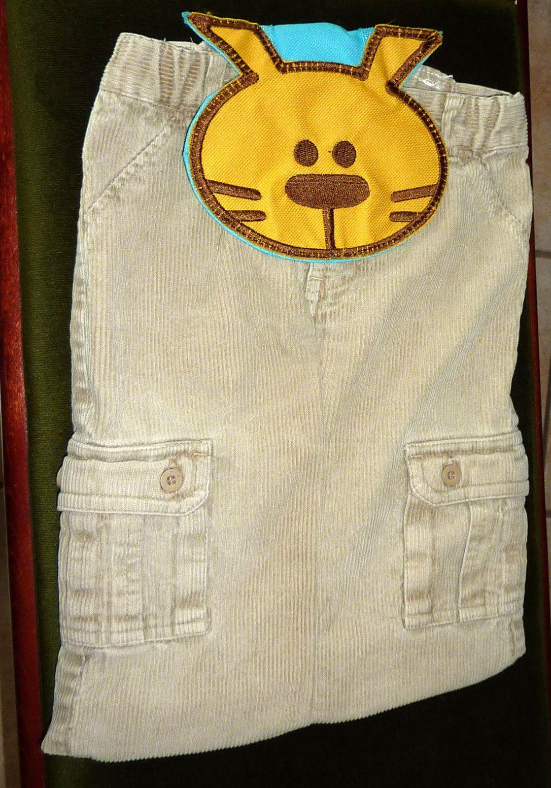 Un pantalon (trop petit) + un vieux sac à dos (pour enfant) = ???