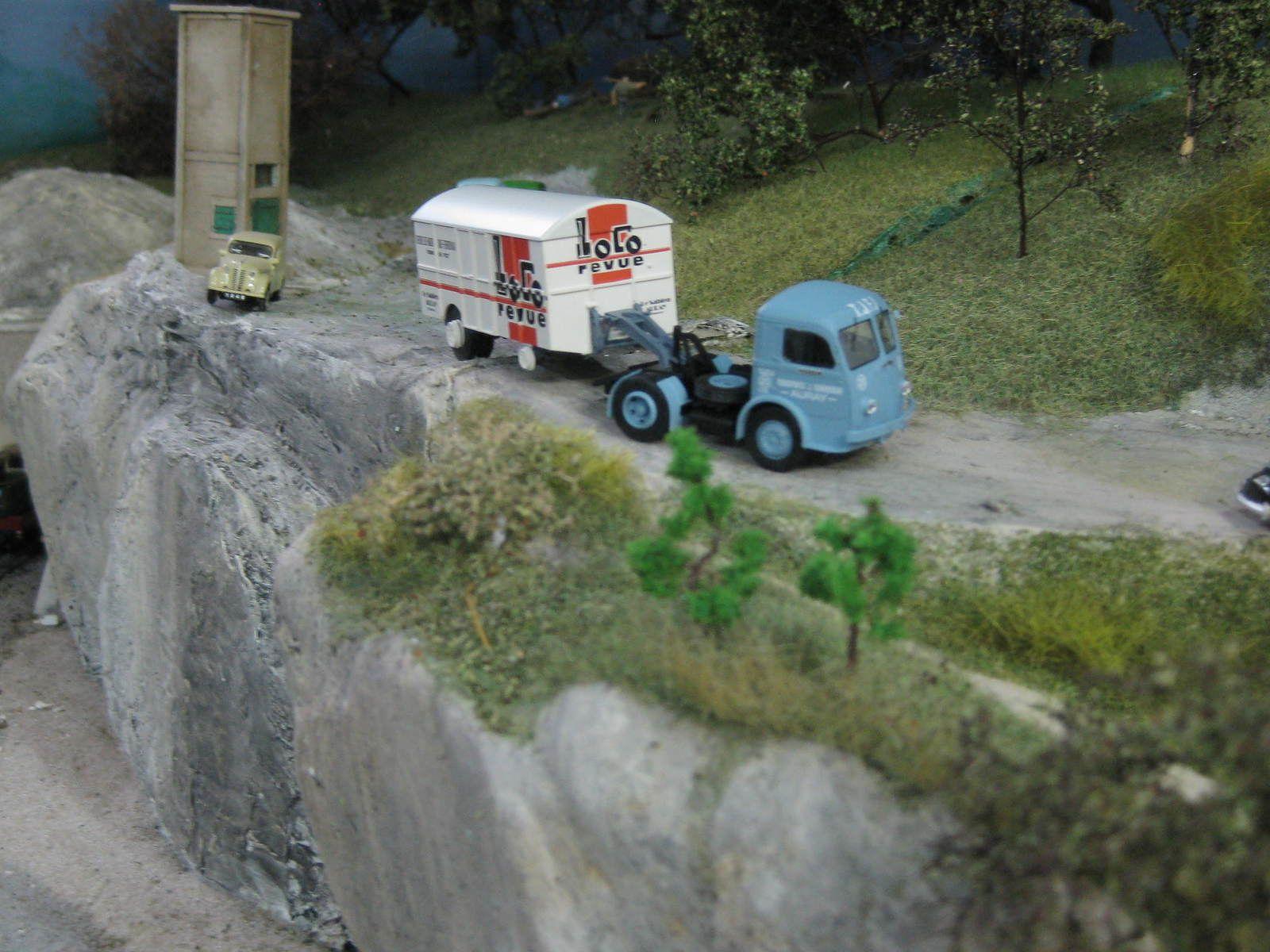 Le camion avec ça remorque UFR  de Loco-Revue