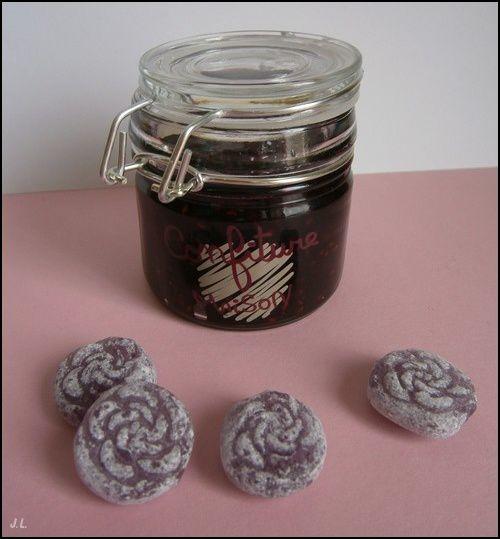 Confiture myrtille-framboise à la violette