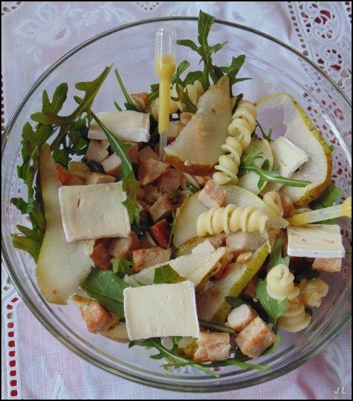Salade de pâtes au poulet rôti et au brie