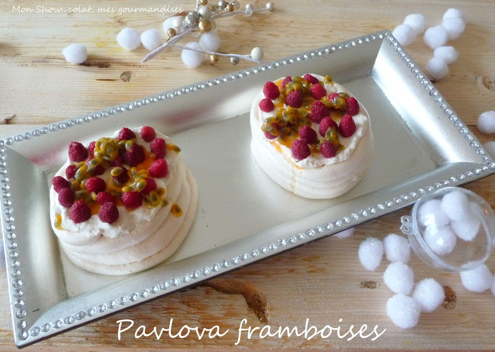 Pavlova de Noël .... framboises et fruits de la passion