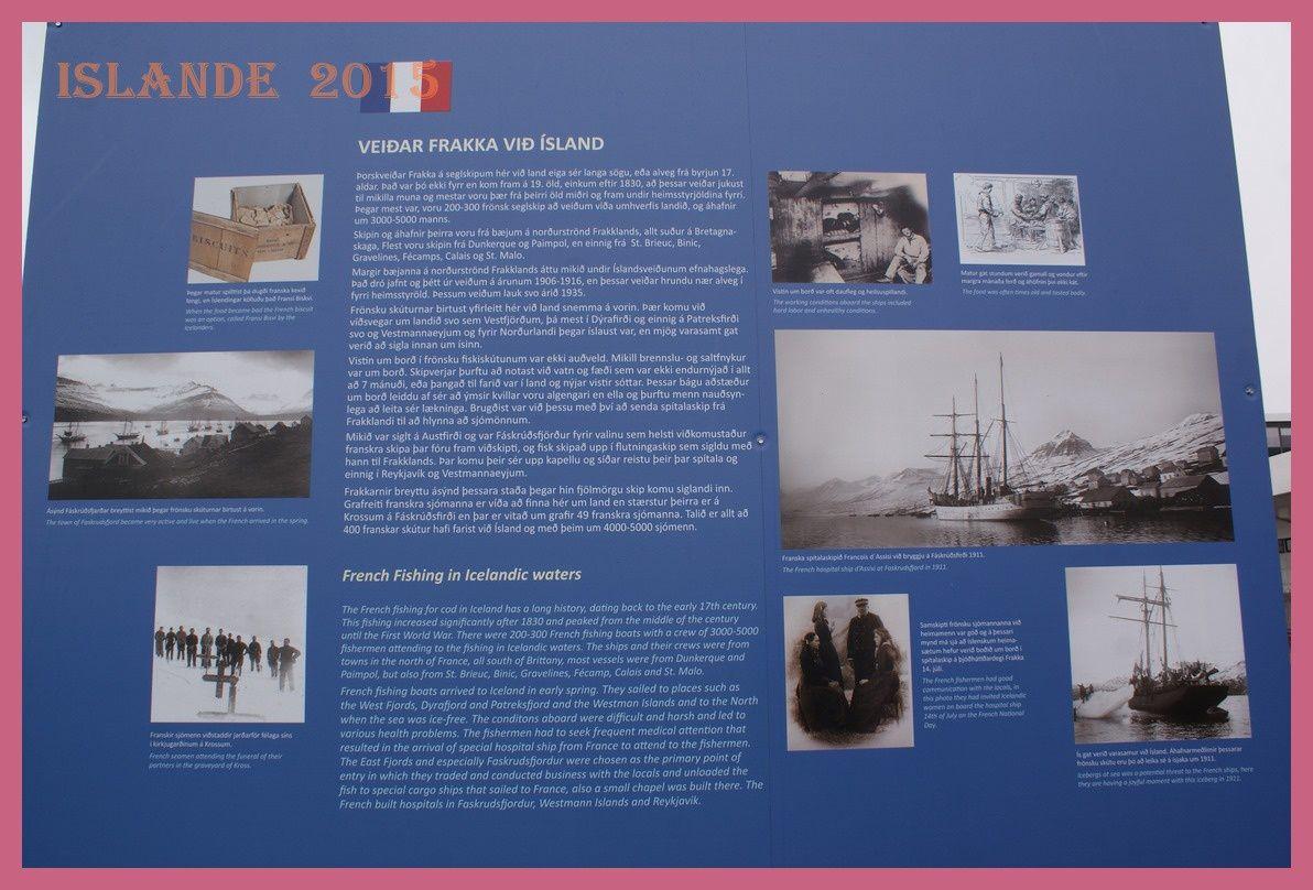 Exposition le long du port maritime.