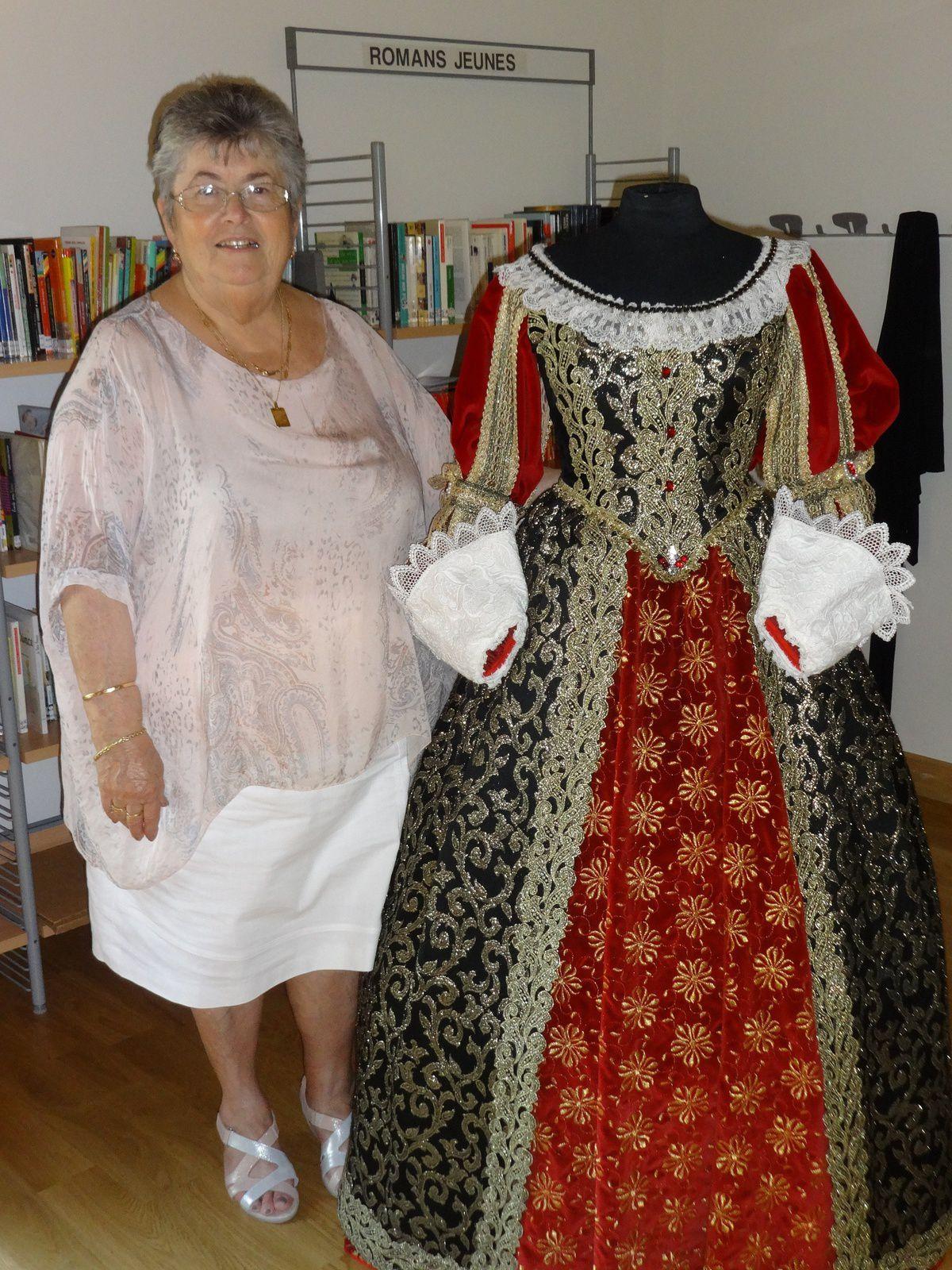 """Mireille Pluchard et """"sa"""" robe"""