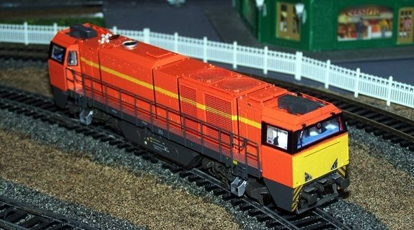 Ma première réalisation (avant que je n'achète un aérographe), une G2000 Colas Rail.
