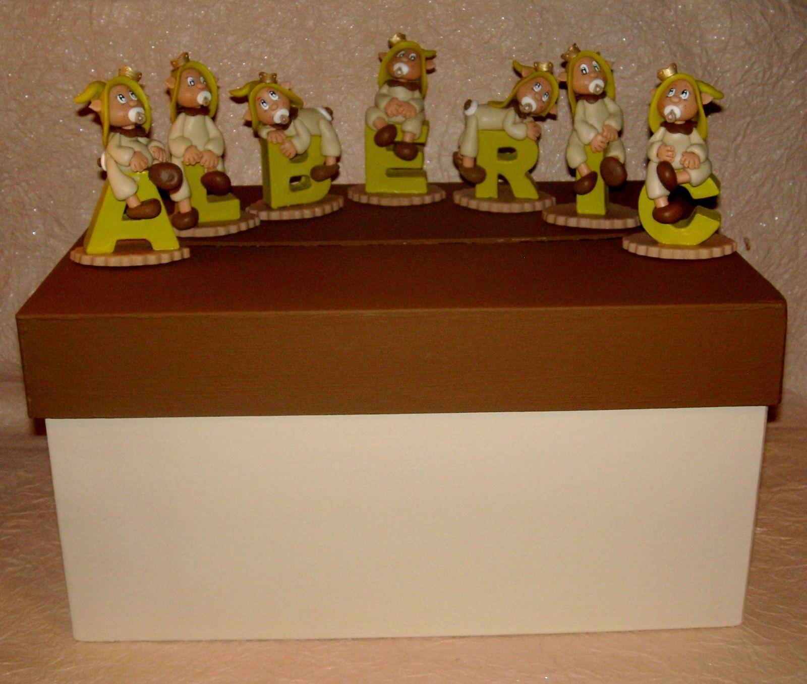 Urne avec prénom et bébé elfe princier