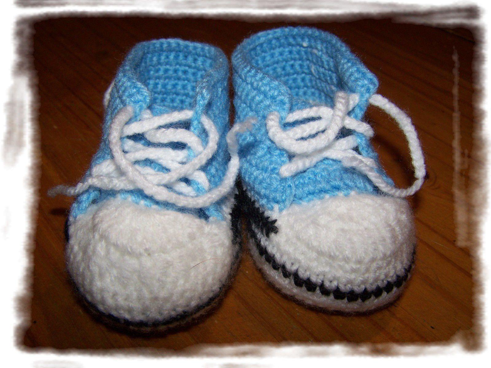 Petites &quot&#x3B;Converse&quot&#x3B; aux crochet