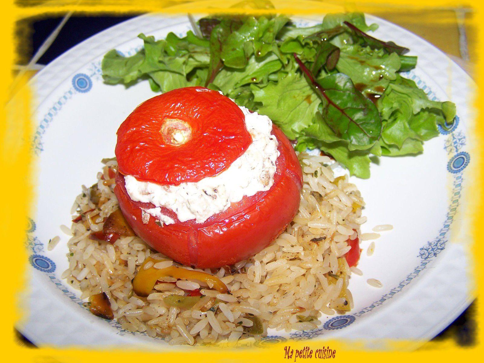 Tomates farcies au chèvre et pain grillé