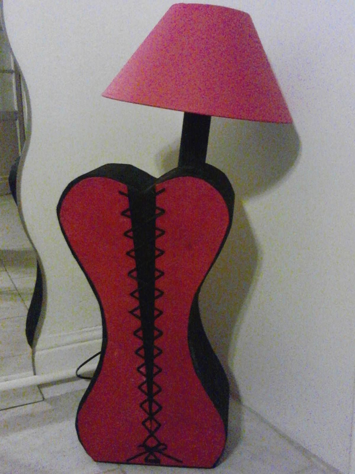 lampe en carton (déshabillez moi!!! )