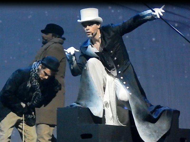 Nuno Resende en Maître Grigri dans le spectacle musical de Pinocchio, Zénith de Limoges, 2013.