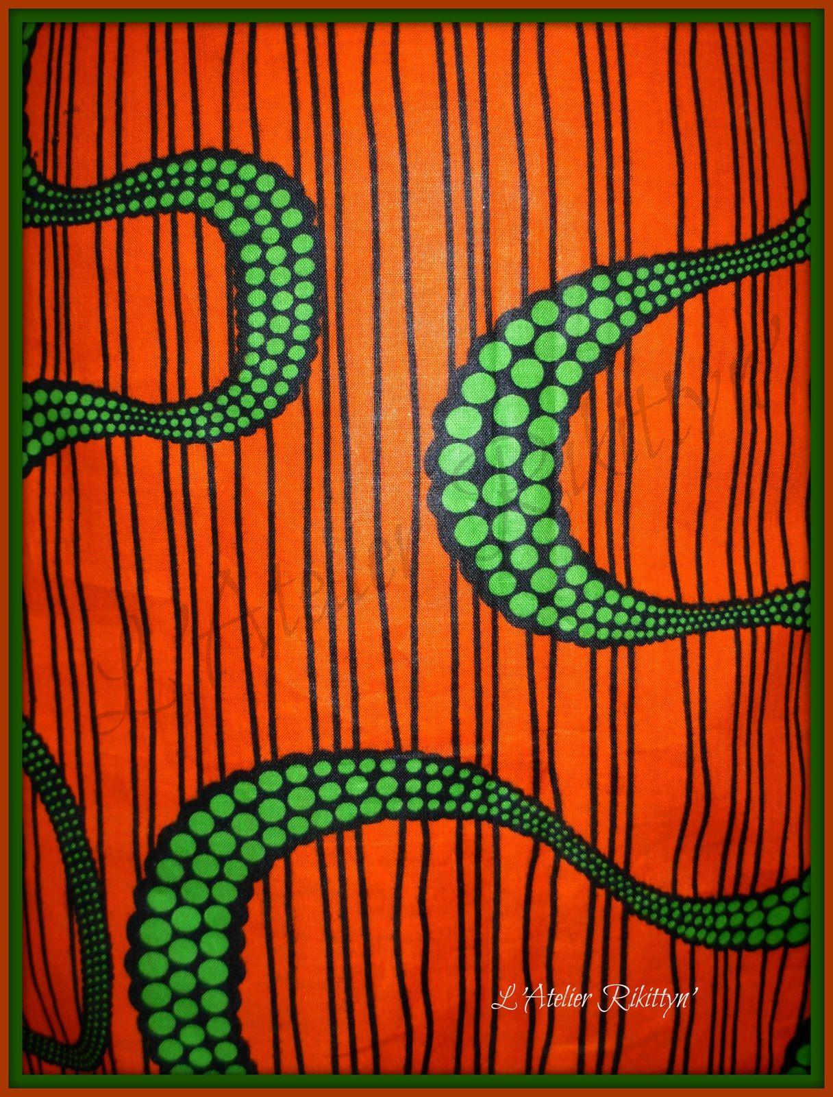 Mini-jupe en Wax orange et serpents verts