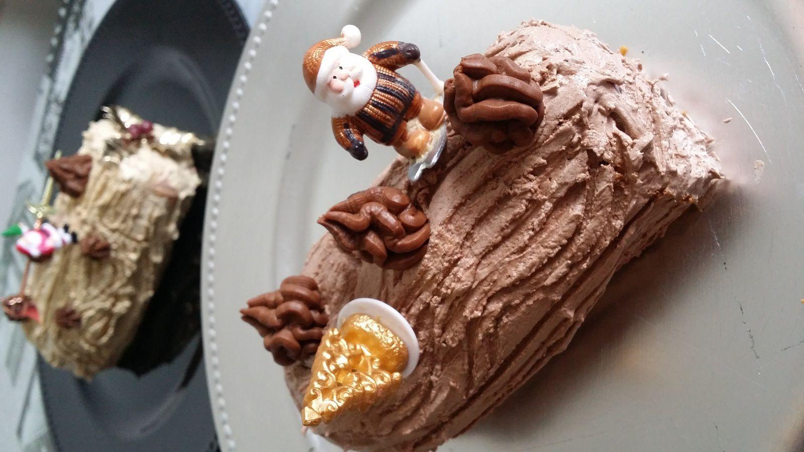 Bûche de Noël à la crème au beurre meringuée