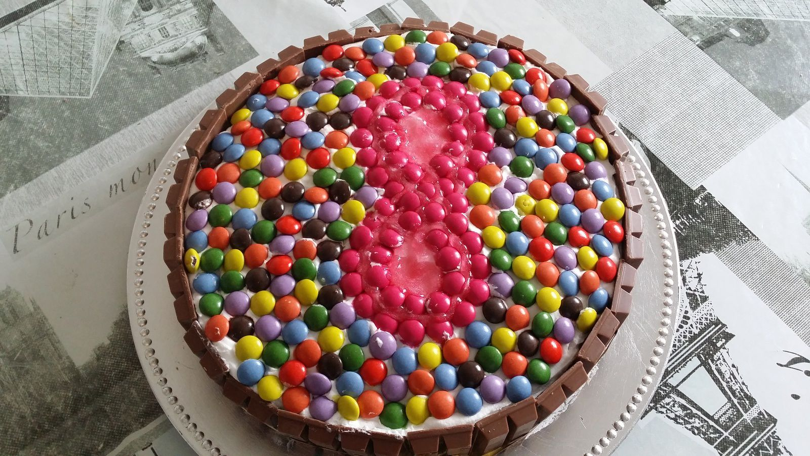 Kit-kat Smarties en folies (gâteau anniversaire)
