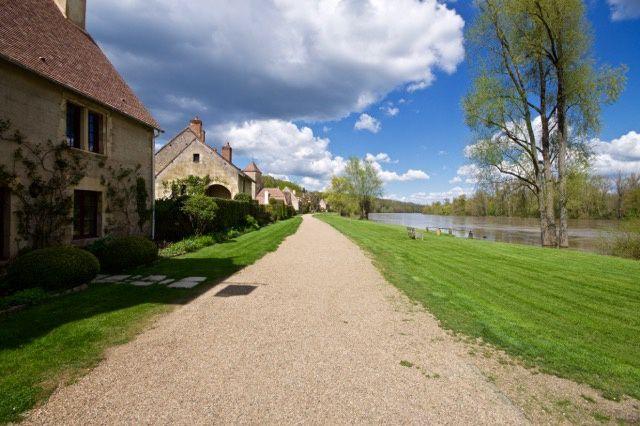 À la  découverte du Cher (18). Étapes. Sancoins, le Parc Floral D'apremont Sur Allier ,Bourges Capitale médiévale Avril 2016.