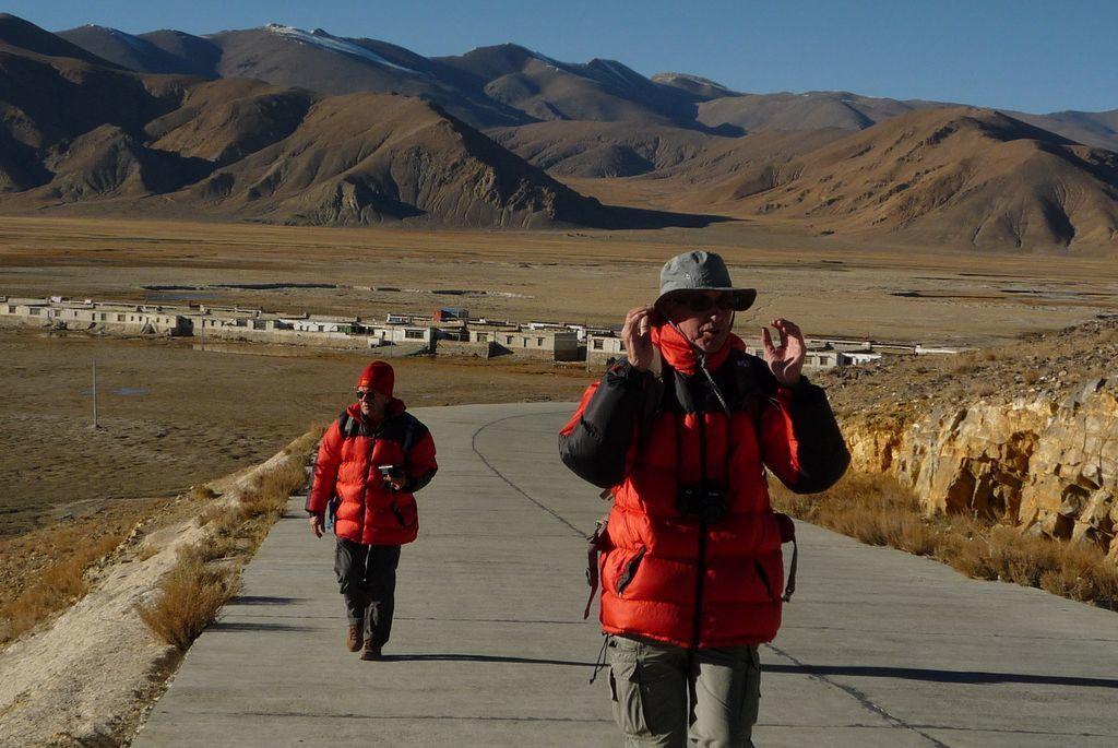 Petite marche pour aller admirer le coucher de soleil sur l'Everest et toute la chaine