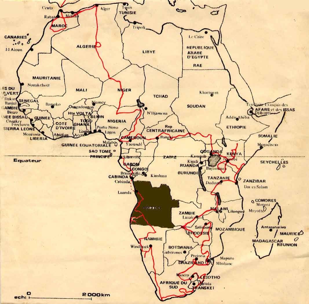 """Du 12 au 18 aout 1974 : nous sommes bloqués à Luanda, impossible de récupérer la voiture qui reste sur le bateau pour l'instant....nous nous sommes installés dans le camping où ce viel anglais qui vient du kenya en passant par l'afrique du sud, c'est à dire notre voyage dans l'autre sens, nous donne un tas de """"tuyaux"""" sur les pays anglophones. Dans quelle galère nous sommes-nous mis, la nuit nous entendons les tirs d'armes automatiques....?"""