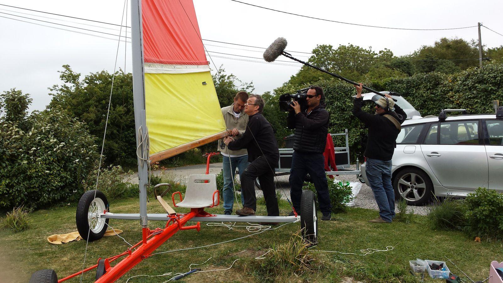 Avec toute la semaine, l'équipe de tournage de Racines et des Ailes .....