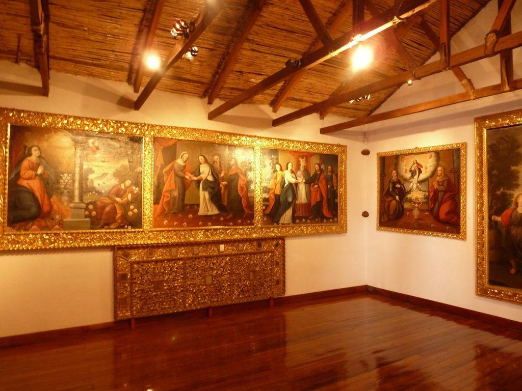 De nomreuses peintures du plus célèbre peintre bolivien Melchor Pérez de Holguin