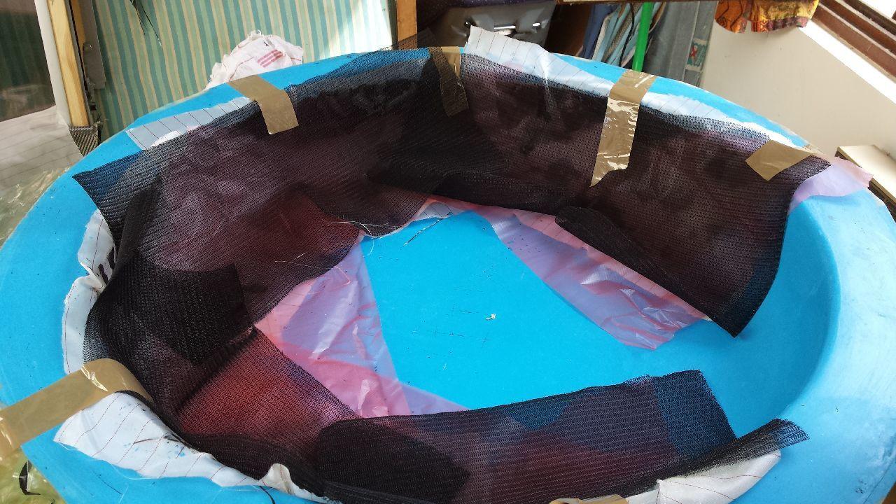 Puis le tissu absorbeur qui , du fait du tirage au vide, va absorber l'excédant de résine...