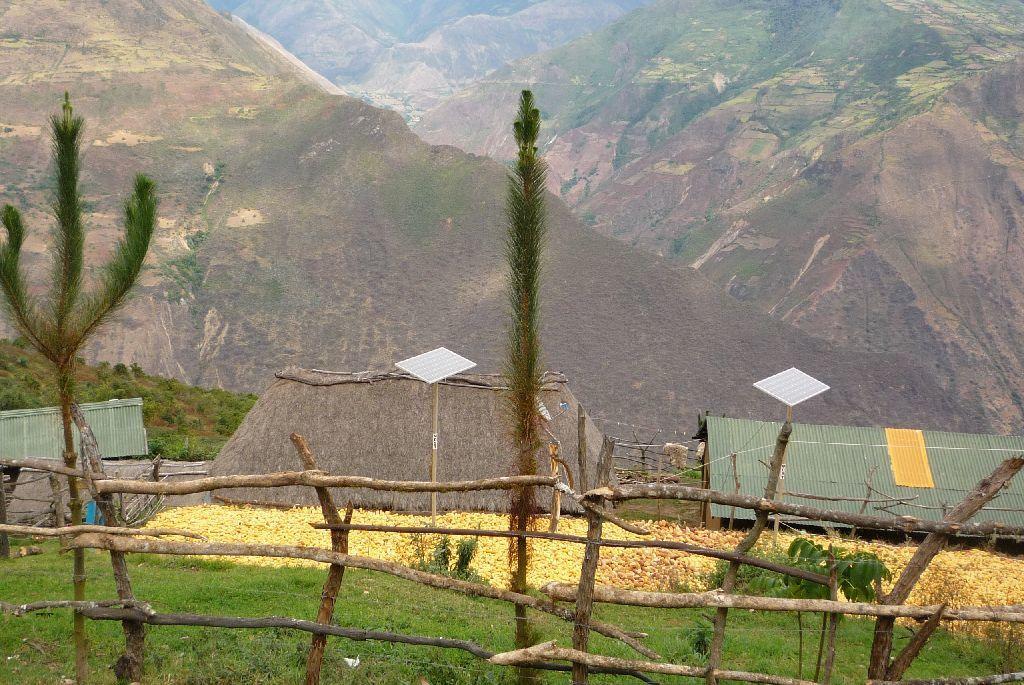 Dans le village à 3000 m , le maïs sèche.