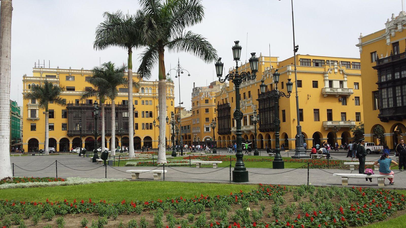 Lima , environ 9 millions d'habitants