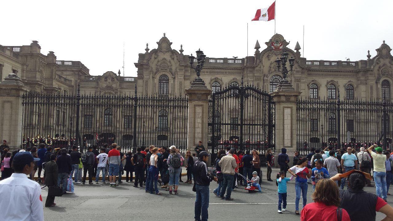 Plaza de Armas : la relève de la garde