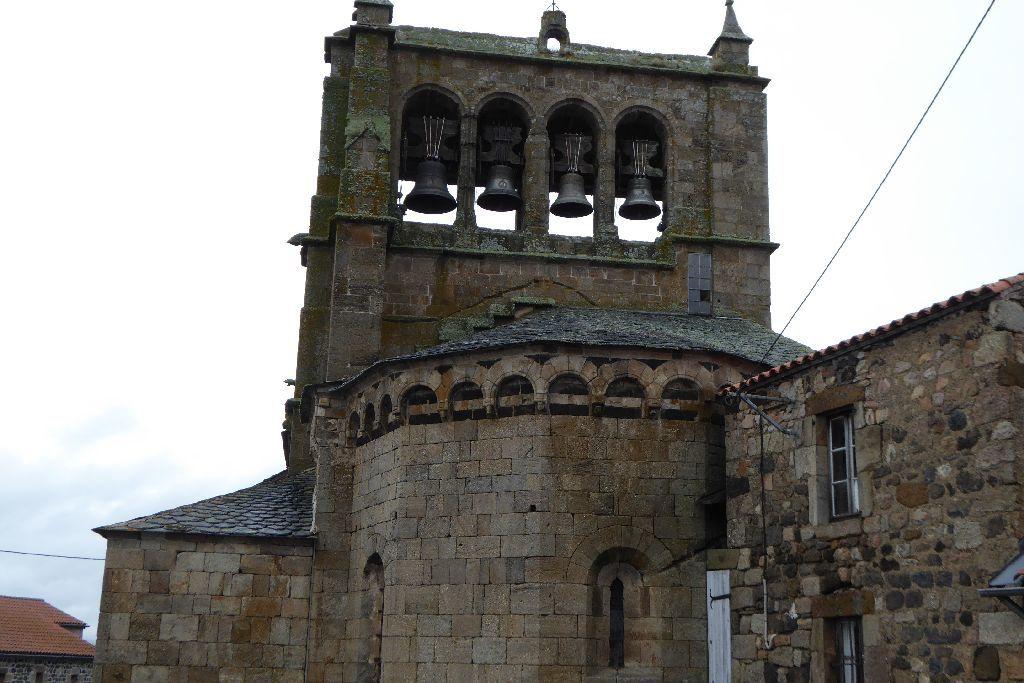 Non loin , l'église de St Haon du XIII ème