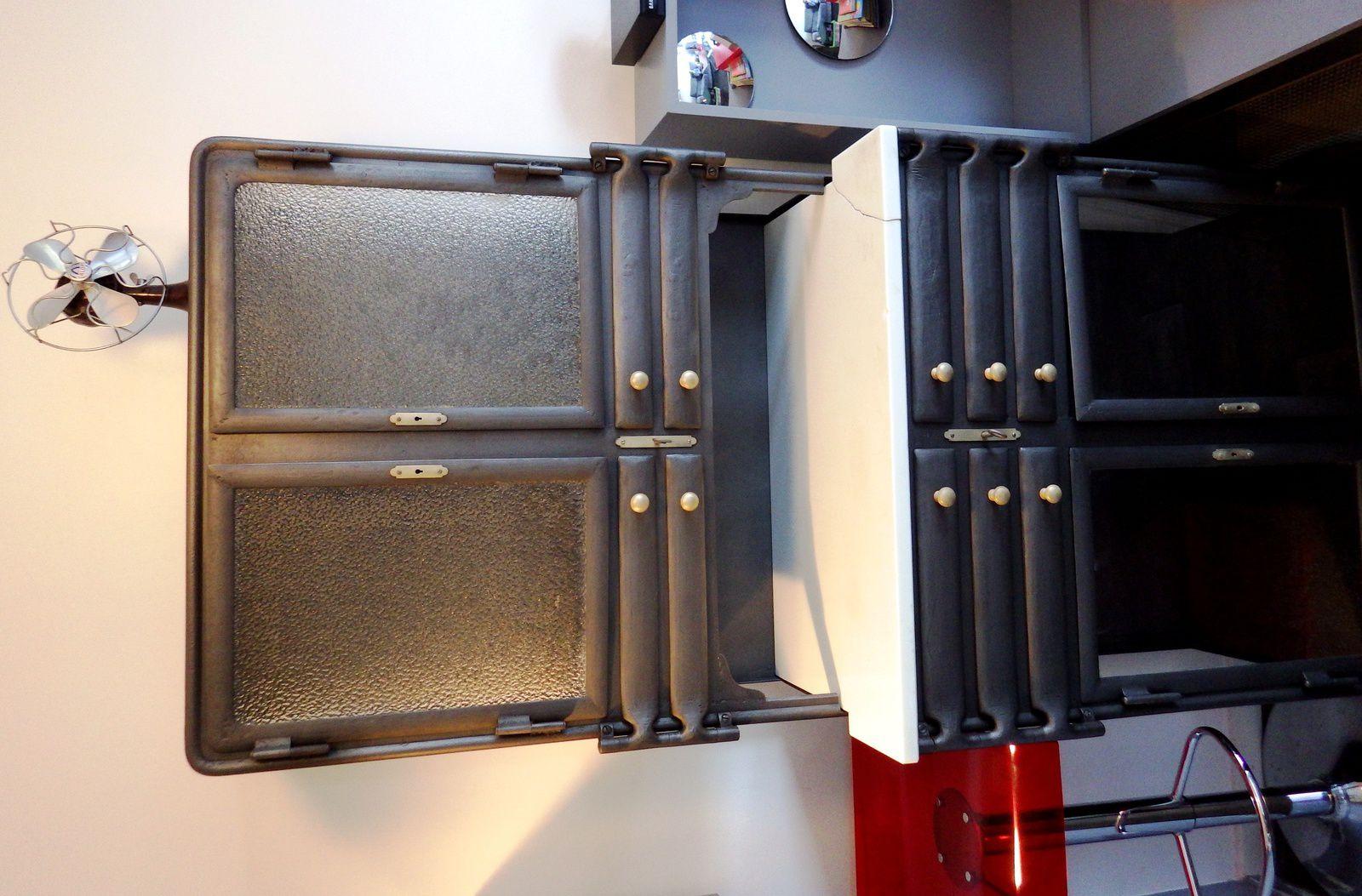 rare buffet m tallique de dentiste 1900 asepsia. Black Bedroom Furniture Sets. Home Design Ideas
