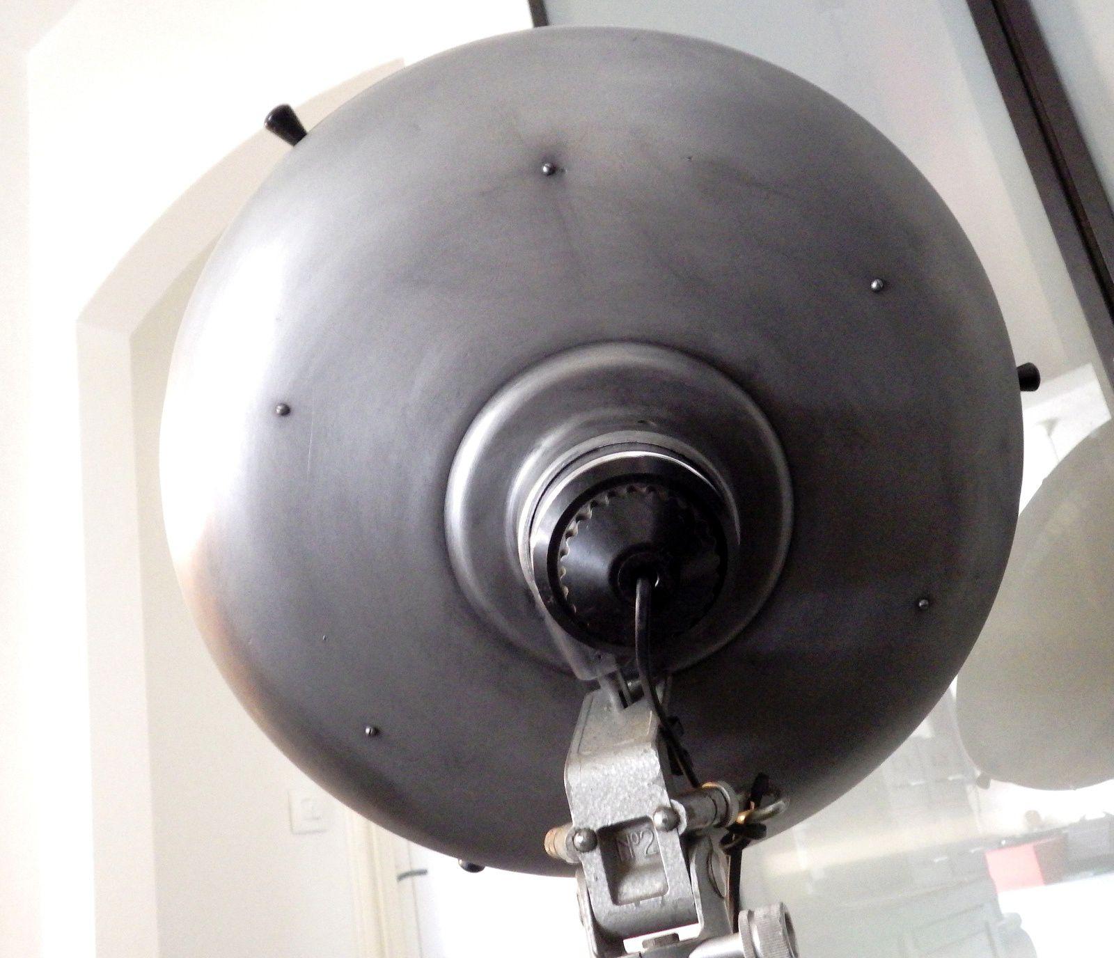 Rare, superbe lampe scyalitique BBT sur trépied pour éclairage loft industriel.
