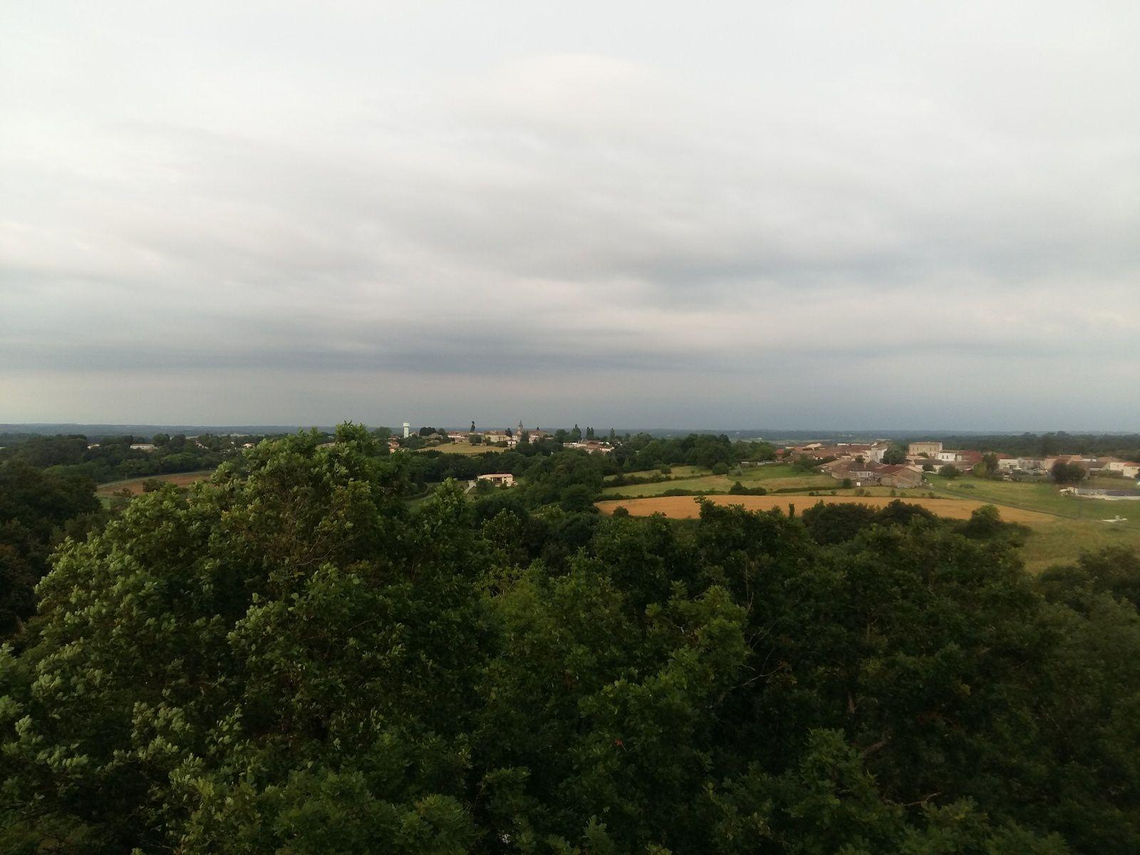 La tour de Guet de Montlieu la Garde pour observer les départs de feu