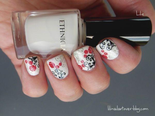 Manucure petites roses et arabesques