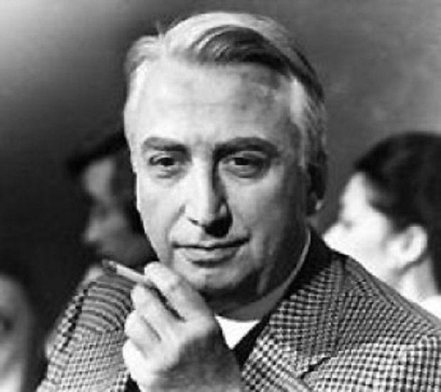""""""" Roland Barthes, né le 12 novembre 1915 à Cherbourg et mort le 26 mars 1980 à Paris, est un critique littéraire et sémiologue français, directeur d'études à l'École pratique des hautes études et professeur au Collège de France."""""""