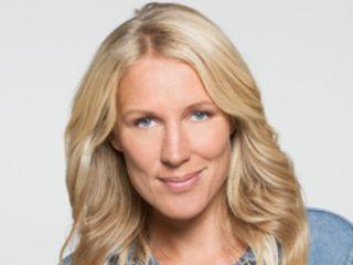 """"""" Agathe Lecaron est une présentatrice de télévision et de radio française, née le 8 mars 1974 à Paris."""" En 2016, elle est mère d'un garçon.��"""
