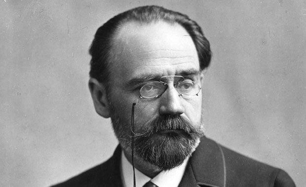 """"""" Émile Zola est un écrivain et journaliste français, né le 2 avril 1840 à Paris, où il est mort le 29 septembre 1902."""" RIP �"""