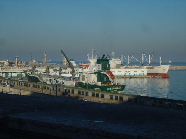 Le plus grand port du pays.Il est le poumon de l'économie algérienne.Janvier 2015.