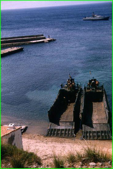 les péniches qui nous ont transporté pendant l'opération Cap de Fer.Images CLP.