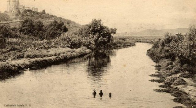 La Seybouse qui se jette en mer après sa longue ballade. merci à notre AMI GEGE pour ces images du passé.