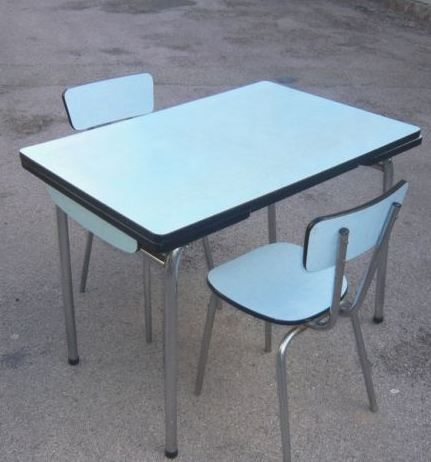 Misterbricolo repeint sa table en formica for Table formica