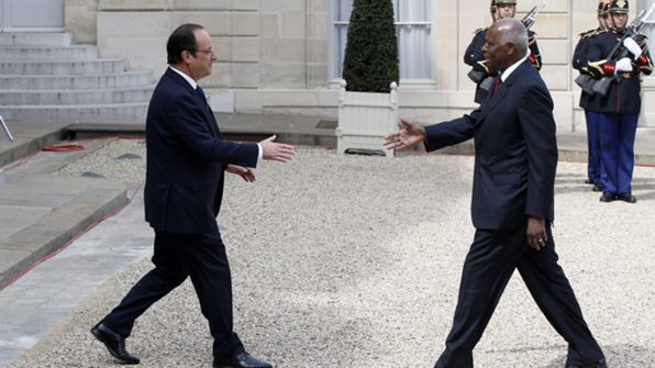 Presidente Francês rende homenagem a Agostinho Neto