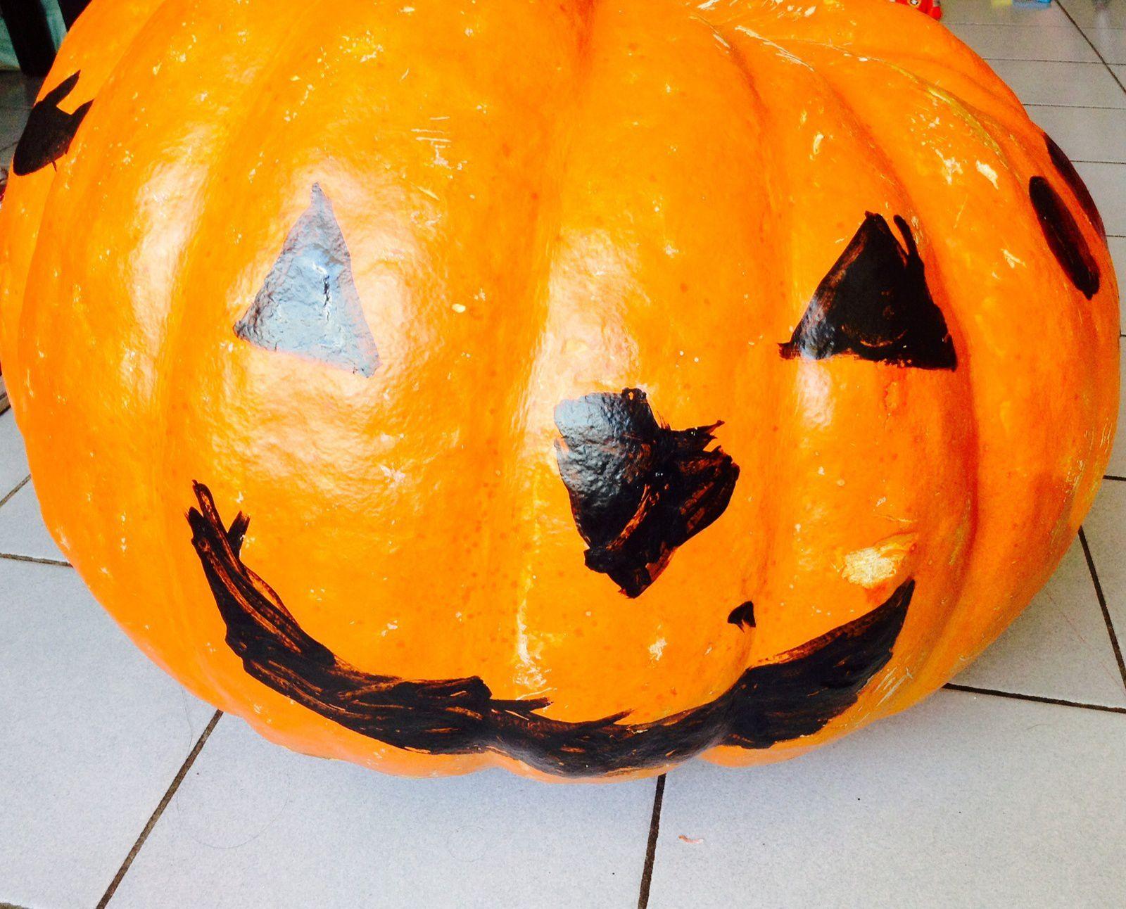 """Peinture sur citrouille pour halloween (décor """"classique"""" et décors plus """"originaux""""...)"""
