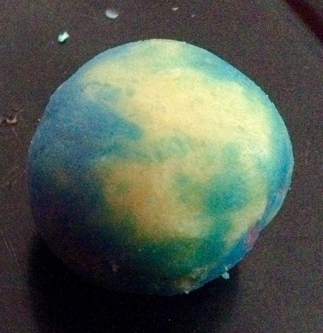 La planète en pate à modeler, réalisé par un enfant de 5 ans