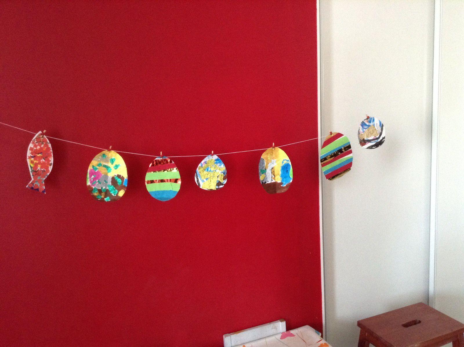 Les œufs de Pâques des enfants de maternelle et d'âge préscolaire