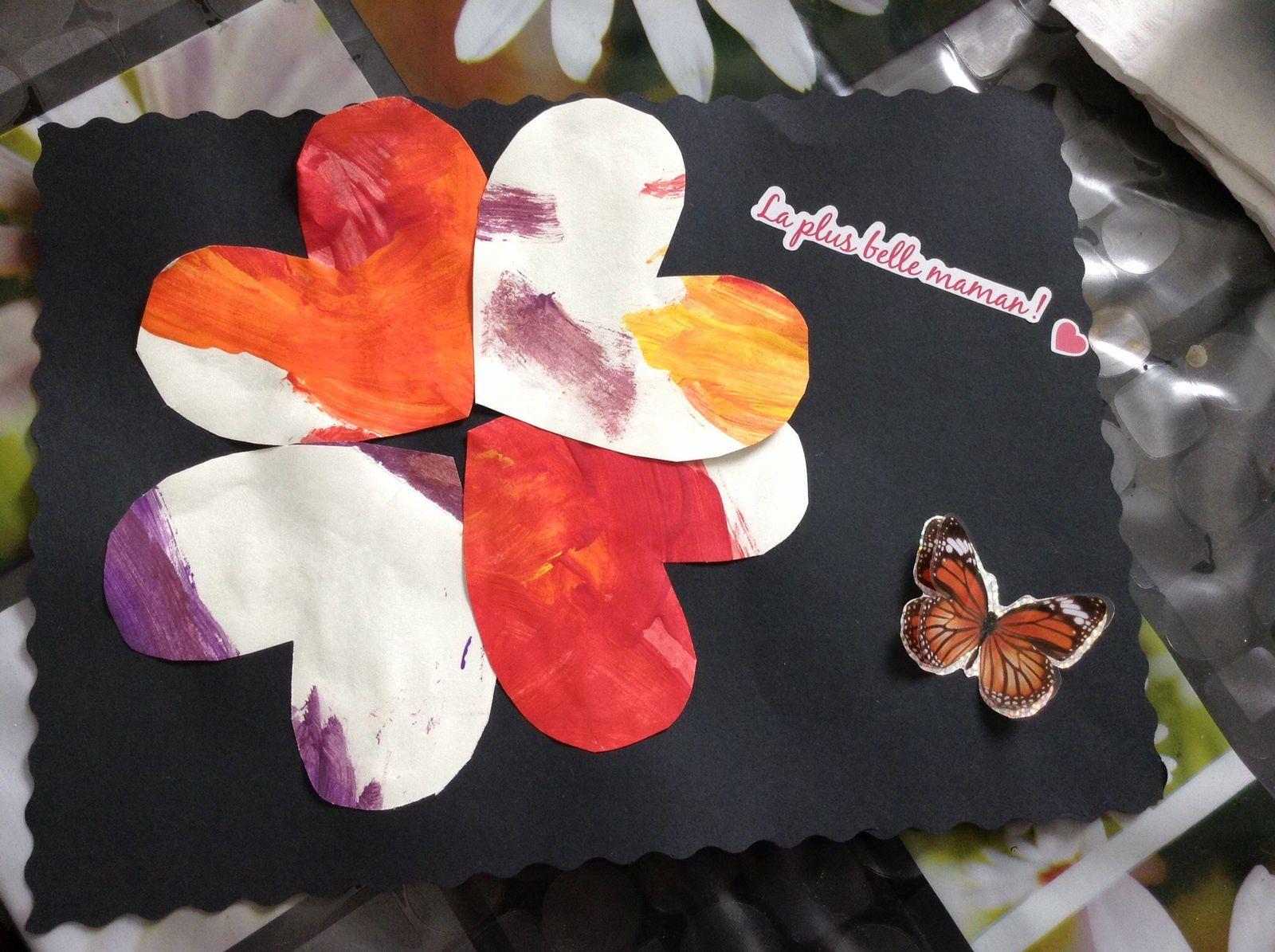 """Le papier peint dans lequel on a découpé les coeurs, et le modèle final réalisé par """"Nanie""""...et. un autre modèle"""