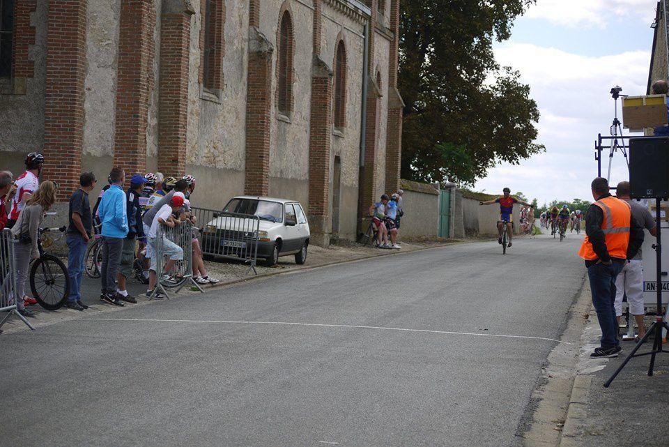 Victoire en 3 de Gilles Menou (Team Chartres Cyclo)