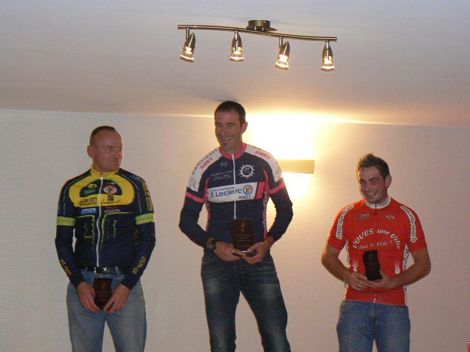 En 3, Sylvain Ricard (Anet VC), 2ème Christophe Poussineau (AST Chateauneuf cyclo) et 3ème Antoine Halbout (AC Voves)