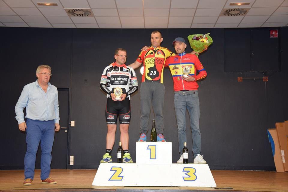 30-39 ans titre pour Cédric Destouches (EF Courville), 2ème Gérôme Toloni (Team Progress) et 3ème Mickaël Georget (EF Courville)