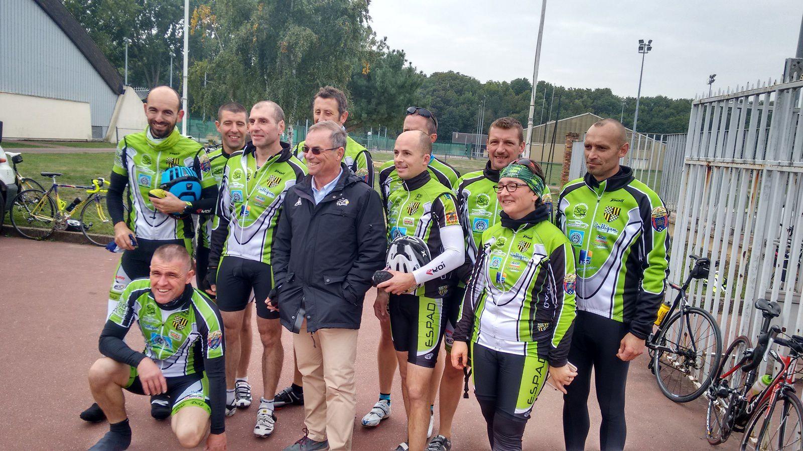 Bernard Hinault avec les sapeurs Pompiers de Dreux (l'ESPAD)