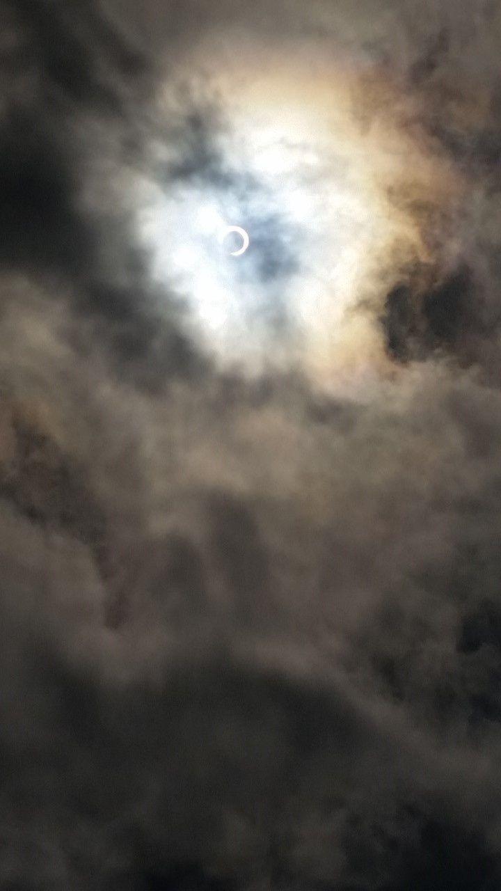 Un phénomène rare: une éclipse...