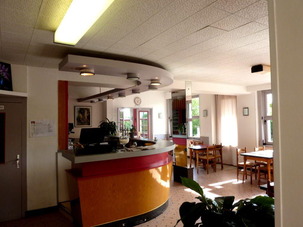 """Le Hall d'Entrée, la cour d'entrée, la salle du petit-déjeuner """"Self Service"""", la Salle à manger, les Plats, notre chambre et la salle de bains"""